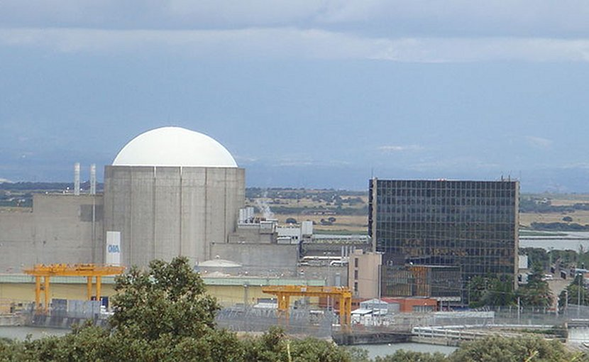 Spain's Almaraz Nuclear Power Plant. Photo by Frobles, Wikipedia Commons.