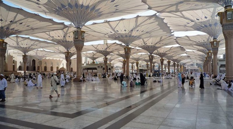 Umbrellas on the Piazza of the Prophet´s Holy Mosque in Medina. Credit: Wikimedia Commons.