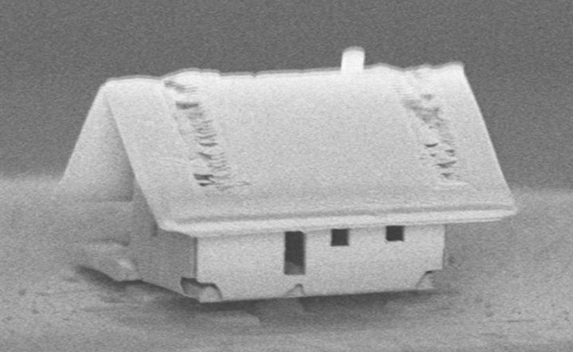 A microhouse's tiled roof shows the ion gun's new ability to focus on a 300-by-300-micrometer area. Credit FEMTO-ST Institute