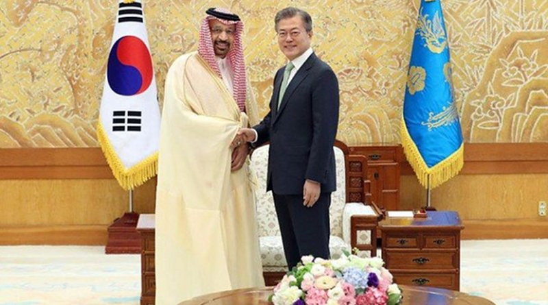 Saudi Arabia's Minister of Energy, Industry and Mineral Resources Khalid Al-Falih meets South Korean President Moon Jae-in to expand bilateral cooperation in energy and other key sectors. (SPA)
