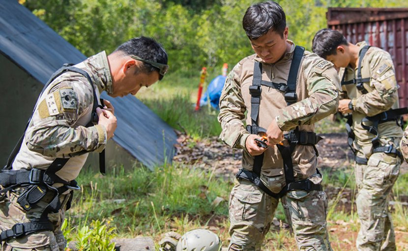 Members of the Korean Special Warfare Brigade, Explosive Ordnance Disposal Unit 1, gear up in preparation to conduct rappelling training at Joint Base Pearl Harbor-Hickam, Hawaii, during the Rim of the Pacific exercise, July 2, 2018. Twenty-five nations, 46 ships, five submarines, about 200 aircraft, and 25,000 personnel are participating in RIMPAC from June 27 to Aug. 2 in and around the Hawaiian Islands and Southern California. Canadian Armed Forces photo by Imagery Technician Corporal Trevor Matheson