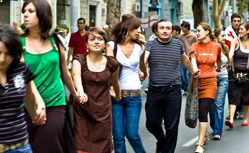 Georgians form a human chain against Russian occupation, September 1, 2008. Photo: Vladimer Shioshvili/flickr
