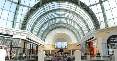 Dubai shopping mall.