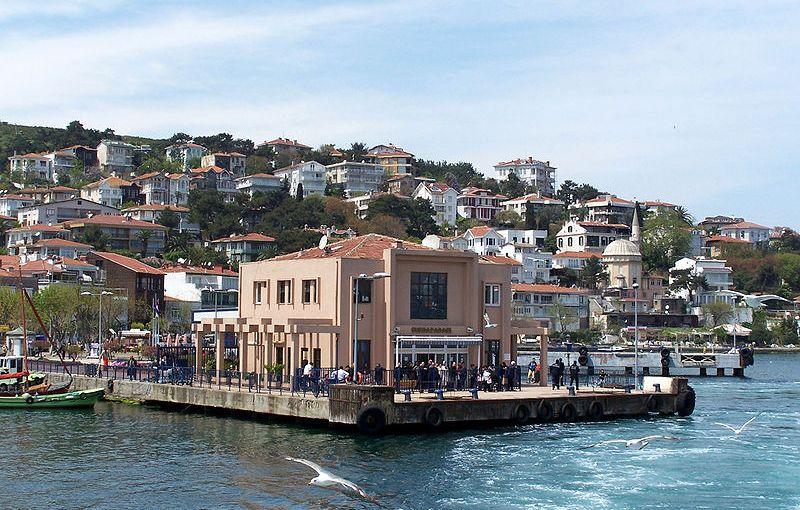 Ferry port of Burgazada, Adalar, Turkey. Photo Credit: Darwinek, Wikipedia Commons.