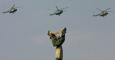 Ukraine army helicopters flying over Kiev. Photo Credit: Oleg V. Belyakov, Wikimedia Commons.