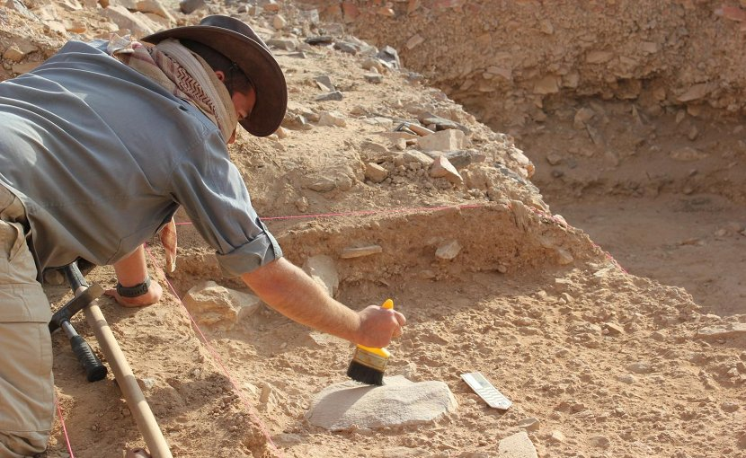 This is Dr. Ceri Shipton on site at Saffaqah in central Saudi Arabia. Credit Image: ANU.
