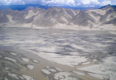 The Yarlung Tsangpo River in Tibet. Photo Credit: Carlos Delgado, Wikipedia Commons.