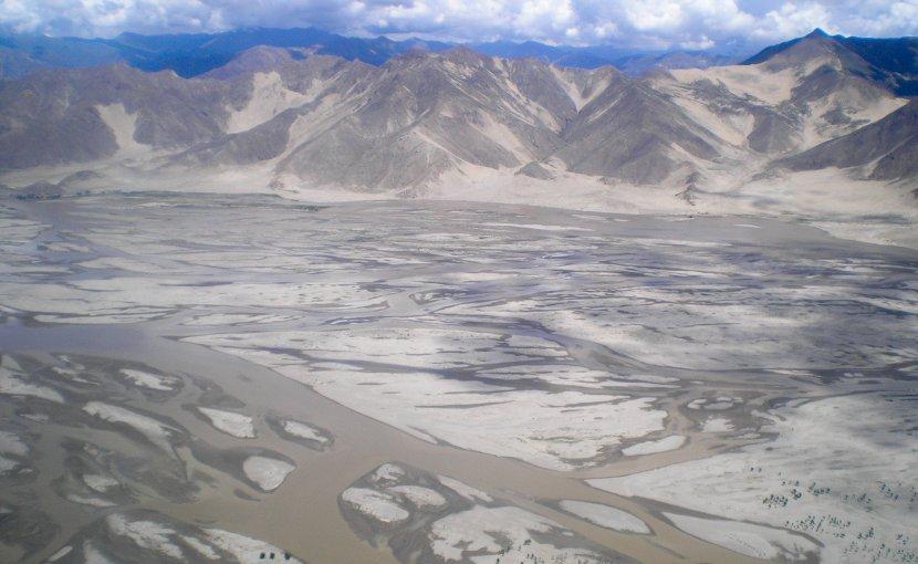 The Yarlung Tsangpo River in Tibet. Photo Credit: Carlos Delgado, Wikipedia Commons.