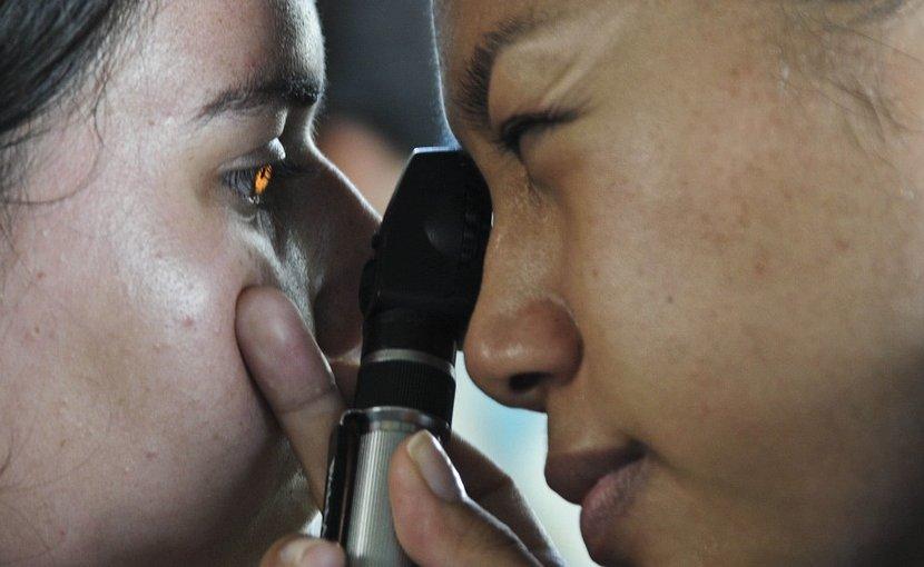 eye exam optomitrist medicine