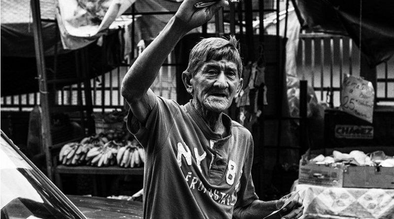 Old man selling razors in Maracaibo, Venezuela.