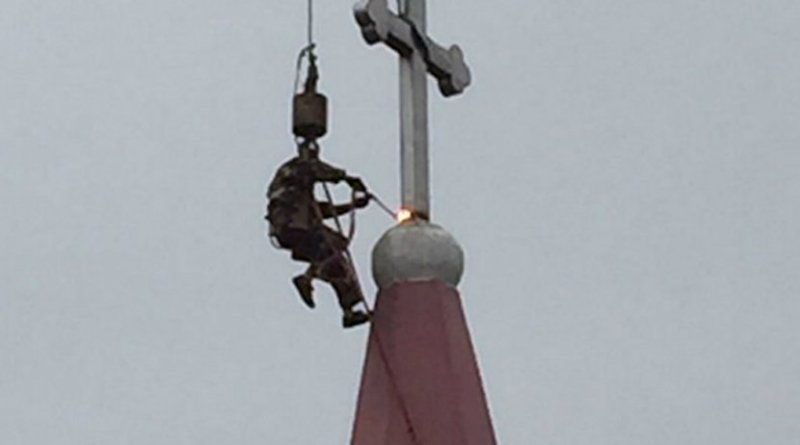 The cross of Lingkun St. Michael Church of Yongqiang Parish in Wenzhou was taken off its steeple as per orders of communist authorities. (Photo supplied)