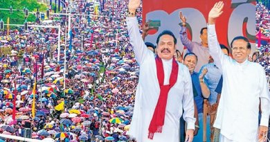 Sri Lanka's Maithripala Sirisena (right) and Mahinda Rajapaksa. Photo Credit: Sri Lanka government.