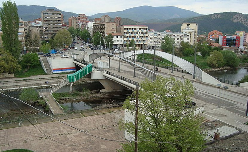 Bridge over the Ibar, which divides Mitrovica in two. Photo Credit:jicégé, Wikipedia Commons.