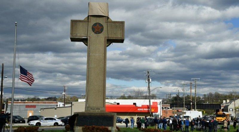 GOP Gov. Larry Hogan visited the Bladensburg Peace Cross in April 2018. (Maryland GovPics/Flickr)