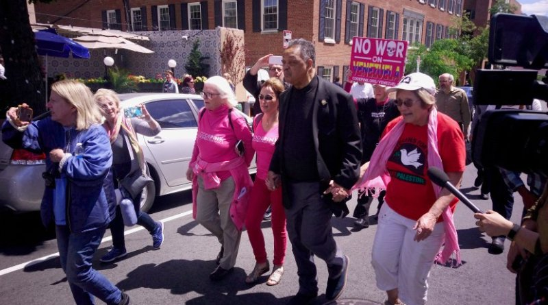 Rev. Jesse Jackson walks shoulder to shoulder with CodePink members (Photo Credit: COHA)