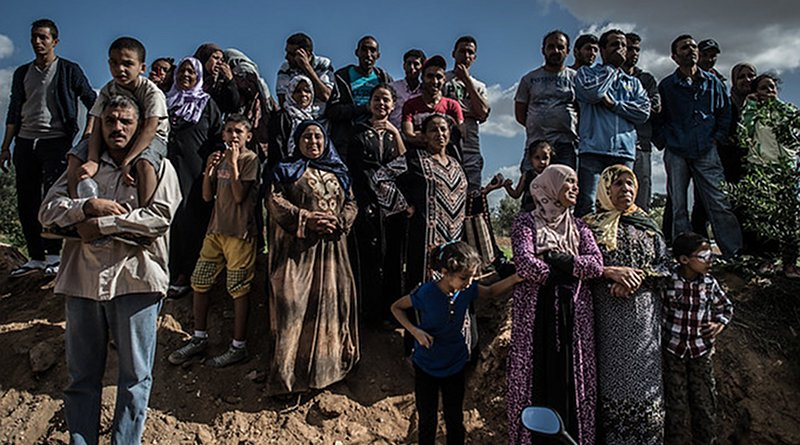Local residents watch the action of security forces in Oued Ellil, west of Tunis, capital of Tunisia, on Oct. 24, 2014. Photo: Xinhua/Pan Chaoyue (CC BY-NC-ND 2.0)