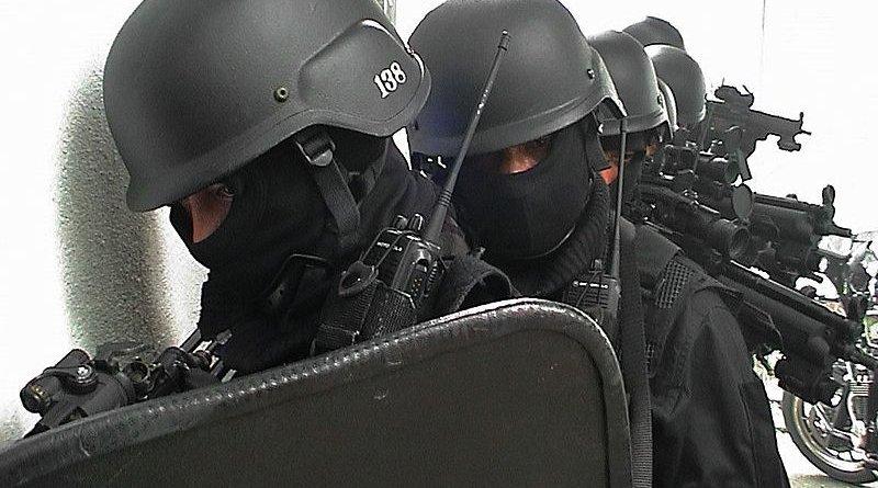 Members of Royal Malaysian Police force (PDRM). Photo Credit: Rizuan, Wikipedia Commons