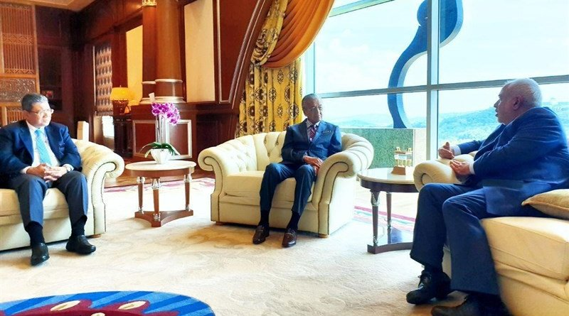 Foreign Minister of Iran Mohammad Javad Zarif with Malaysian Prime Minister Mahathir Bin Mohamad in Kuala Lumpur. Photo Credit: Tasnim News Agency