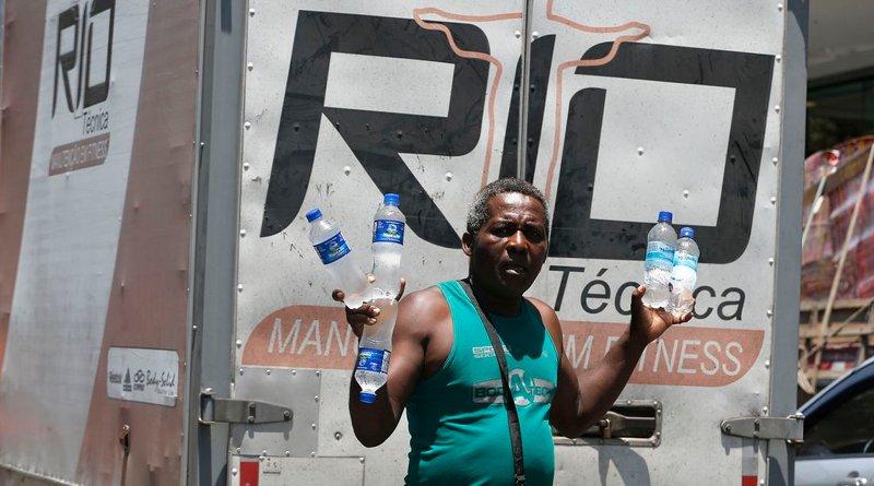 Man selling water in Brazil. Photo Credit: Tânia Rêgo/Agência Brasil