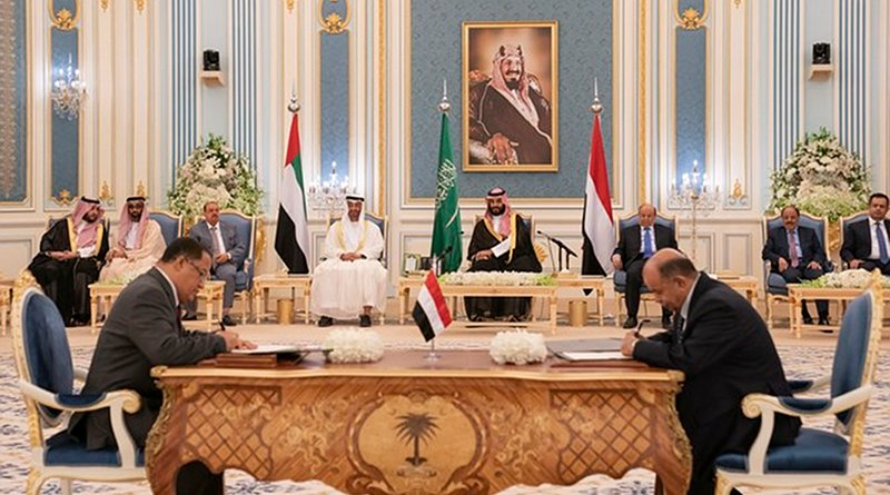 The two Yemeni parties signed the agreement infront of Crown Prince Mohammed bin Salman, Abu Dhabi Crown prince Mohammed bin Zayed and the Yemeni president. (Saudi Royal Palace)