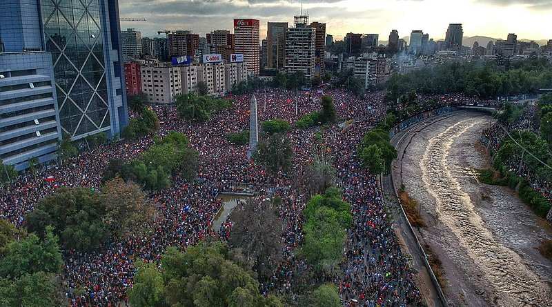 Protests in Chile. Photo Credit: Hugo Morales, Wikipedia Commons