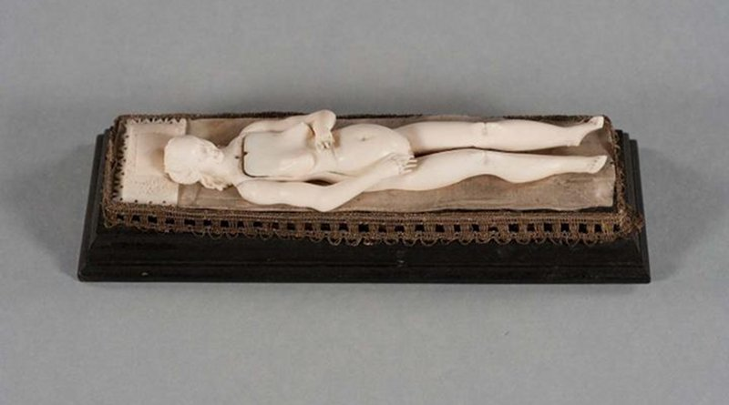 This is an ivory figurine reclining on its 'bed' with all organs placed inside. CREDIT Study author and RSNA