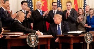 President Donald J. Trump participates in a signing ceremony of an agreement between the United States and China with Chinese Vice Premier Liu He with Wednesday, Jan. 15, 2020, in the East Room of the White House. Vice President Mike Pence attends.(Official White House Photo by D. Myles Cullen)