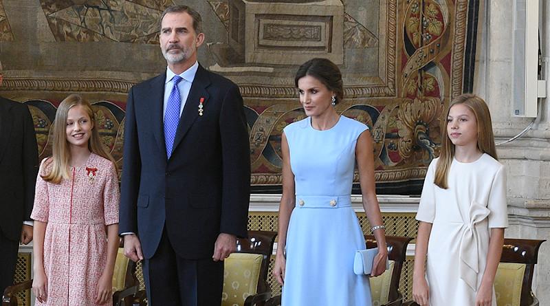 Spain's Felipe VI, Queen Letizia Ortiz and their two daughters. Photo Credit: Pool Moncloa / Borja Puig de la Bellacasa, Ministry of the Presidency, Government of Spain