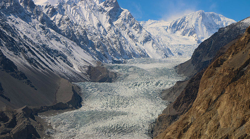 The Passu Glacier in Pakistan. Photo Credit: Akbar Khan Niazi, Wikipedia Commons