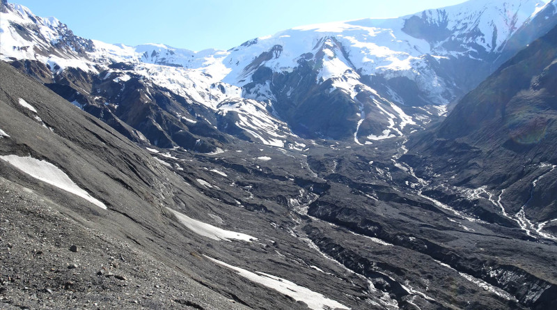View into the detachment zone: Flat Creek glacier used to occupy the central trough visible in the image. Within just a few years, the surrounding ice flowed into space previously filled by the glacier, masking the full extent of the damage left by the detachments. Wrangell–St. Elias National Park and Preserve. Photo credit: Mylène Jacquemart.