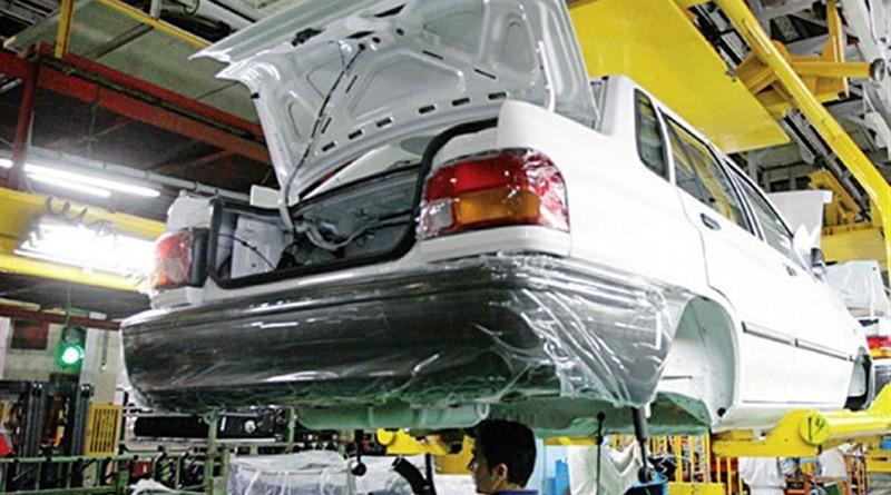 Automobile mechanics. Photo Credit: Tasnim News Agency