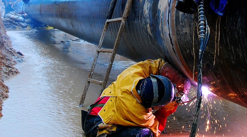 Workers building pipeline. Photo Credit: PetroChina
