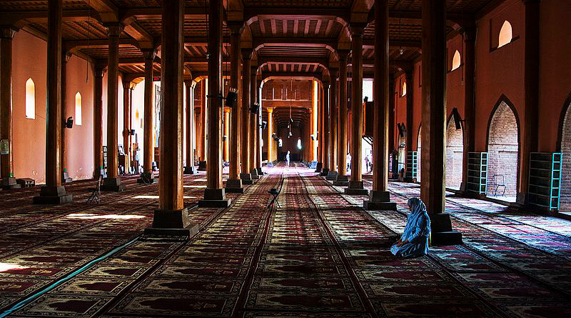 Part of the prayer hall inside the Jamia Masjid mosque in Srinagar, Jammu and Kashmir, India. Photo Credit: Phani2, Wikipedia Commons