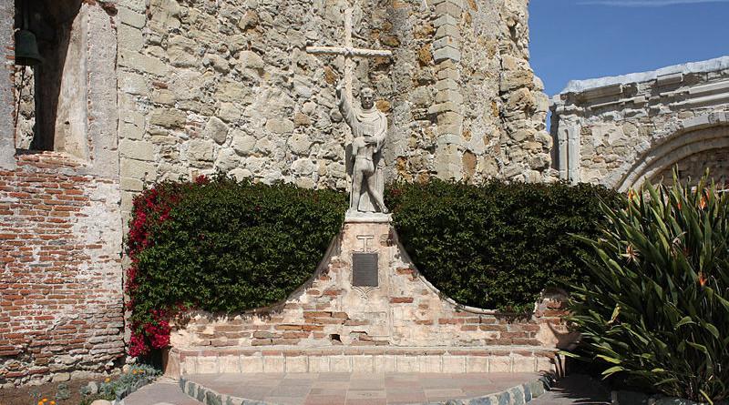 Statue of St. Junípero Serra in the Mission San Juan Capistrano. Photo Credit: Bernard Gagnon, Wikipedia Commons