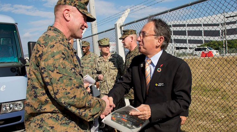Governor Tamaki (right) with U.S. Marines stationed in Okinawa (2019). Public domain | Source: Wikimedia Commons