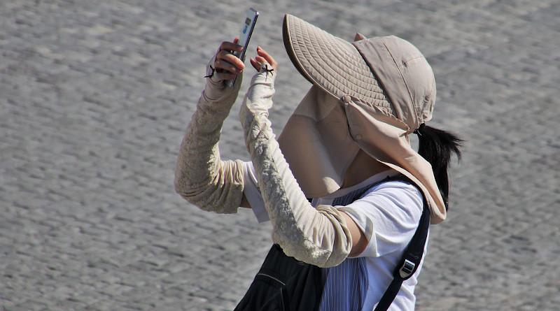 Tourist Tourism Mask Coronavirus Covid-19 Selfie Smartphone Asian Outside Asia Hat Style