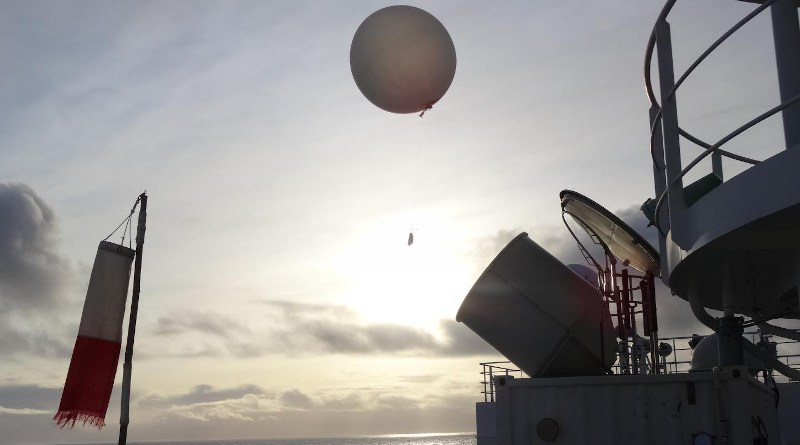 Releasing balloon with radio sonde automatically, over the Arctic Ocean CREDIT: Jun Inoue (NIPR)
