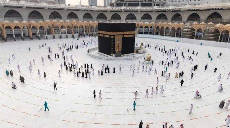 Pilgrims performing Umrah in Mecca after Saudi Arabia lifted a temporary ban on the pilgrimage. (SPA)