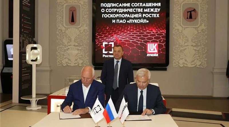 President of LUKOIL Vagit Alekperov and General Director of Rostec State Corporation Sergey Chemezov sign an agreement on cooperation. Photo Credit: LUKOIL