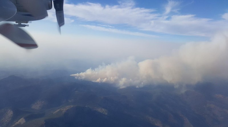 This photo of a smoke plume from the Rabbit Foot fire in Idaho in 2018 shows how smoke from the source, at the left, changes as it travels downwind. CREDIT: Brett Palm/University of Washington
