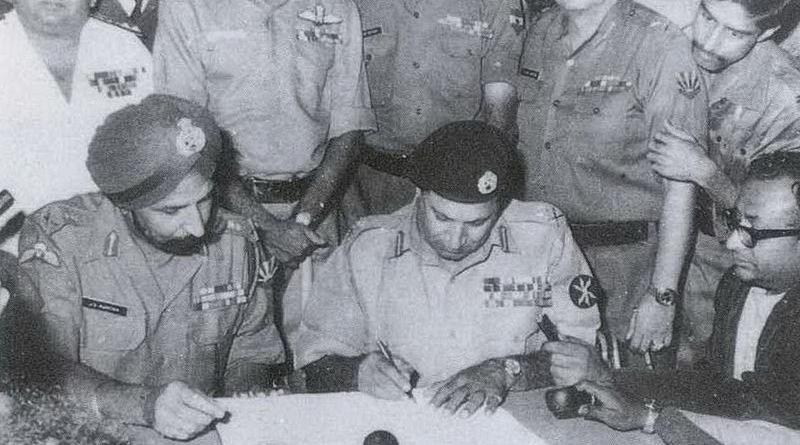 Lt Gen Niazi signing the Pakistan Instrument of Surrender under the gaze of Lt Gen Aurora on December 16, 1971. Photo Credit: Indian Navy, Wikipedia Commons