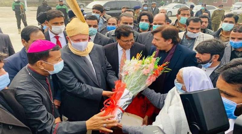 Archbishop Sebastian Shaw of Lahore welcomes Punjab governor Chaudhry Mohammad Sarwar to Mariamabad village on Jan. 11. (Photo supplied)