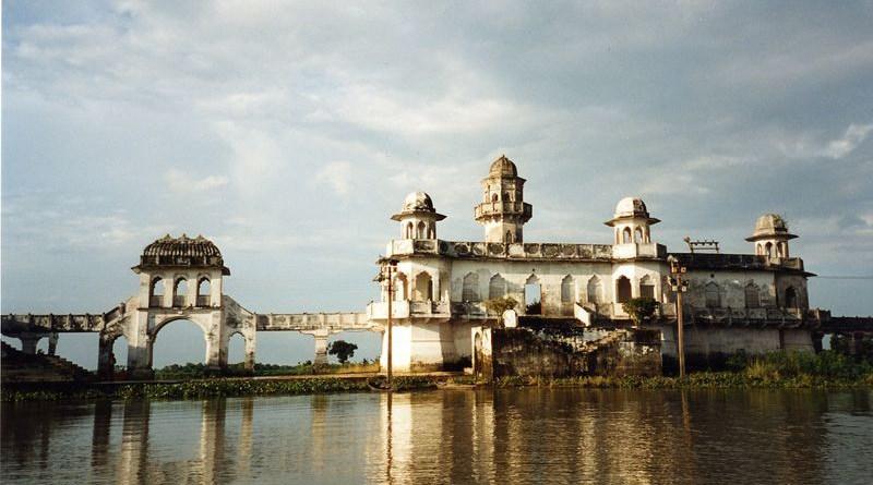 Neermahal Palace is royal palace built by Bir Bikram Kishore Debbarman of the Kingdom of Tripura, India. Photo Credit: Wikipedia Commons