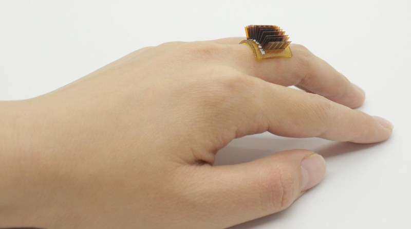 A thermoelectric power generator worn as a ring. CREDIT Xiao Lab