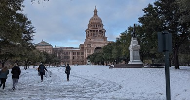 Snow covering grounds of the Texas Capitol on February 15, 2021. Photo Credit: Jno.skinner, Wikipedia Commons