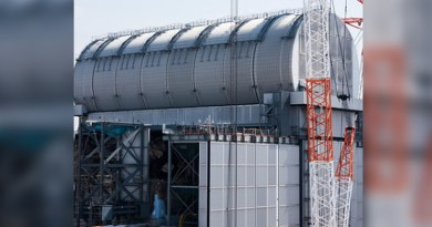 The fuel removal facility above unit 3's reactor building (Image: Tepco)