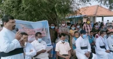 Catholic priests lead protest in Iranaitivu, Sri Lanka. Photo. Virakesari.