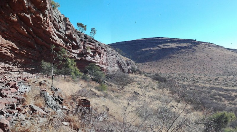 The archaeological site at a rock shelter in South Africa's Kalahari Desert: More than 100,000 years ago, people used the so-called Ga-Mohana Hill North Rockshelter for spiritual activities. CREDIT Jayne Wilkins