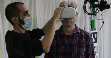 Dr Soltani fits a VR headset to a volunteer CREDIT University of Bath