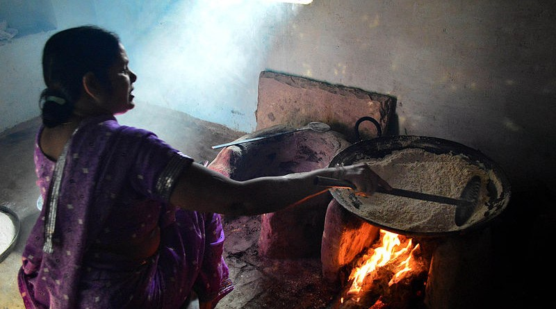 A woman cooking in a traditional kitchen in India. Photo Credit: Kaushalspeed, Wikimedia Commons